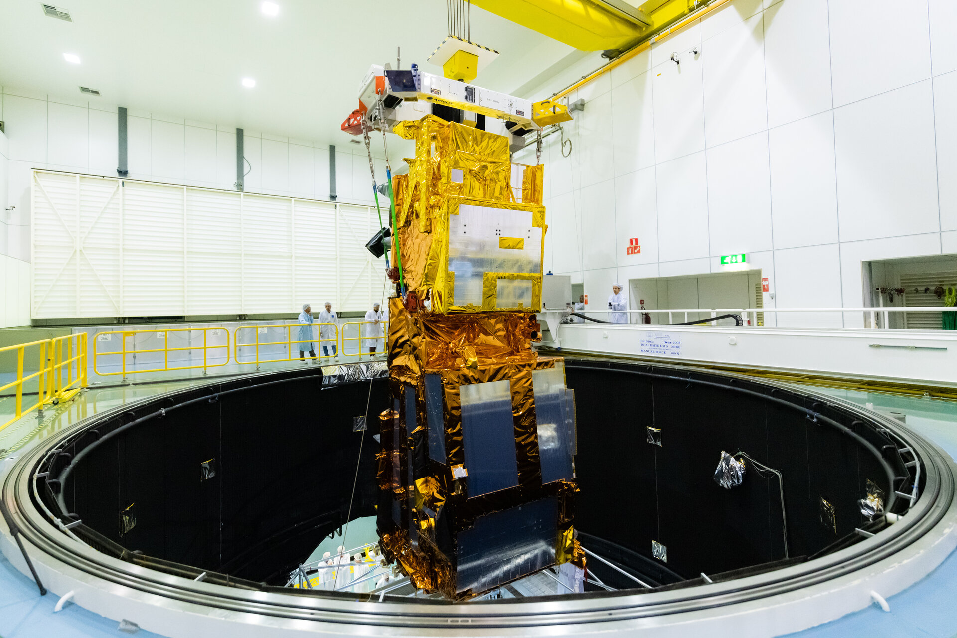 MetOp-SG lowered into LSS pillars